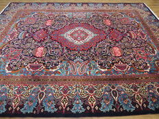 Wonderfully beautiful Persian carpet Kashmar/Iran 385 x 298 cm. End of 20th century. In mint condition