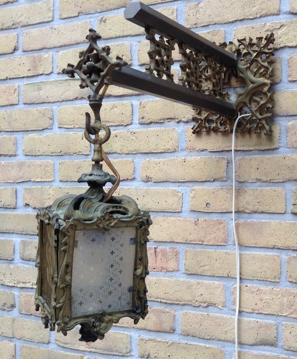 Beautifully elaborated wall lamp in Louis XV style - bronze and brass - ca. 1900