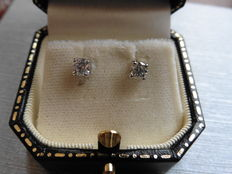 18k Diamond Stud Earrings - 0.65ct I SI2