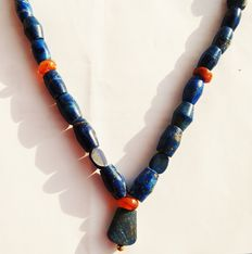 Antique necklace in lapis lazuli and agate, Bactrian, 1st century AD