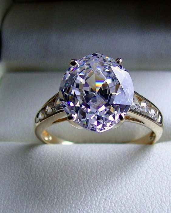 bague solitaire wiki