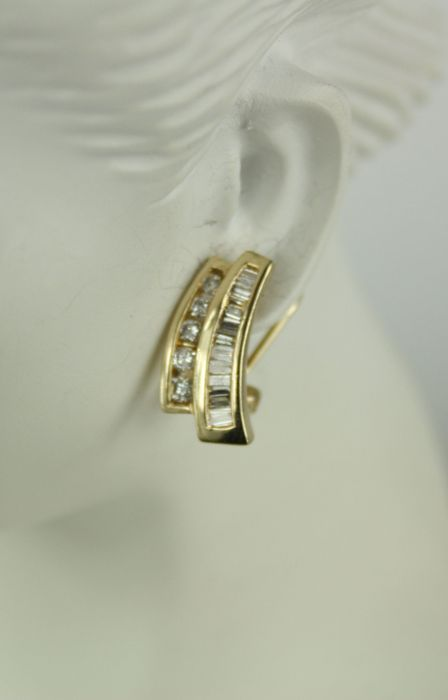 195f935715fad Pair of yellow gold diamond earrings with clip clasp. - Catawiki