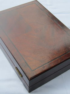 Very beautiful, old mahogany case with tric-trac game; a Dutch variant of backgammon. 1950