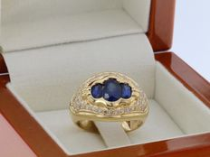 Ring in 18 kt gold with diamonds in pavé and 3 sapphires - size 53