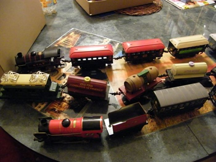 Hornby-Hachette - Scale 0 - Lot of Trains and carriages in sheet steel to wind up, years 90
