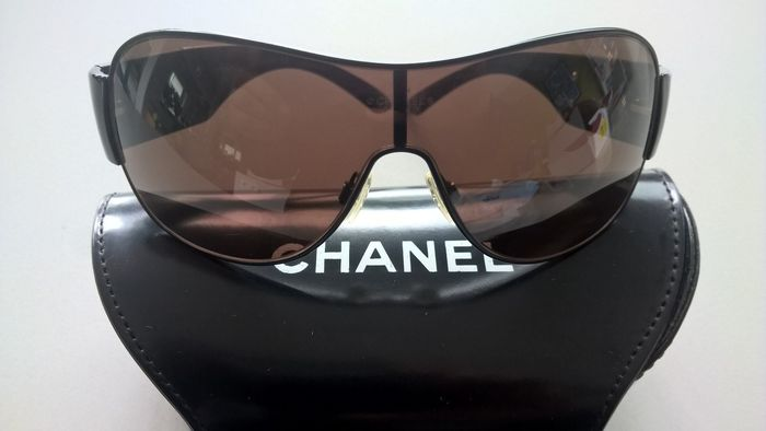 75d056b1d6a92 Chanel – Sunglasses – Women s - Catawiki