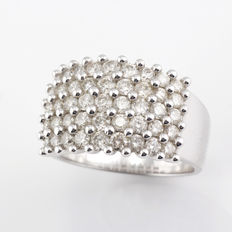 18 kt  white gold ring with 45x diamonds totalling 1.9 ct