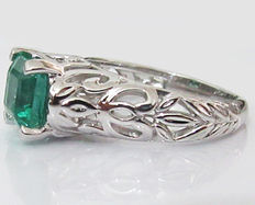 Emerald Solitaire Ring 18 kt White Gold