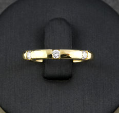Gold (18 kt) – Ring – Diamonds, 0.15 ct – Inner diameter: 16.90 mm (approximately)