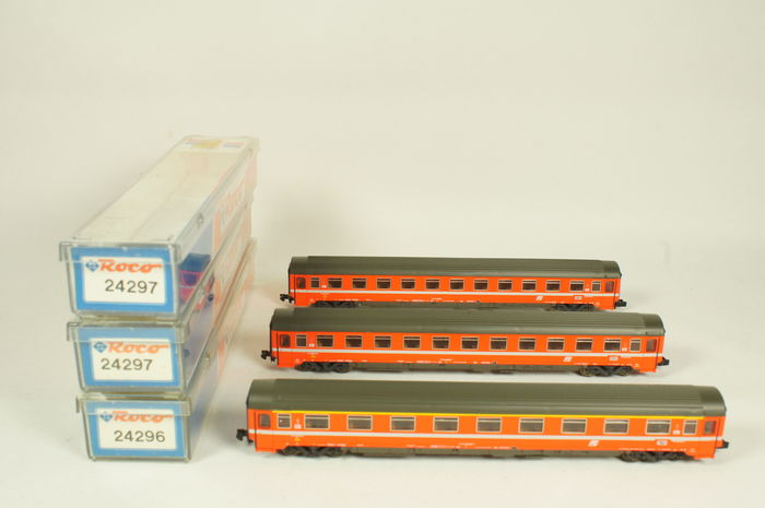 Roco N - 24296/24297/24297 - 3 express train carriages of the FS
