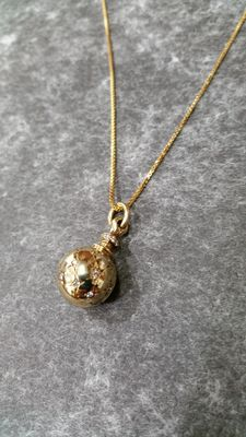 14 kt gold bead pendant with 24 brilliants on a 585 gold necklace!