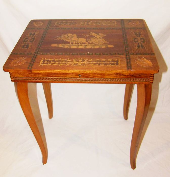 Gorgeous sewing table with music box music tale for Table 6 song
