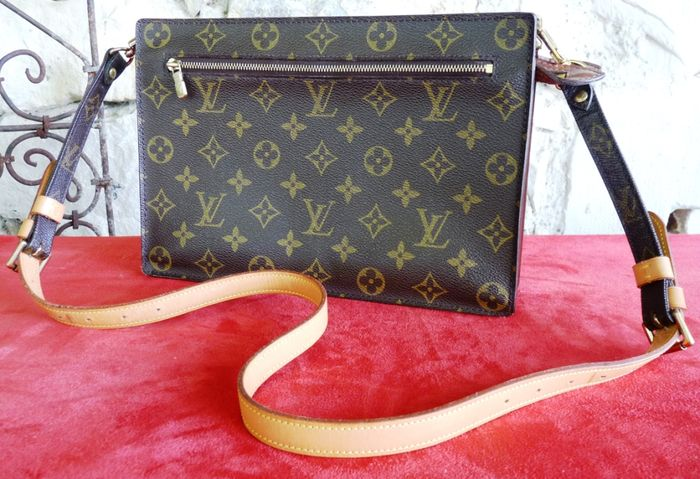 87d8c0576480 Louis Vuitton - Clutch bag - Vintage - From the 1970 s 80 s - Catawiki