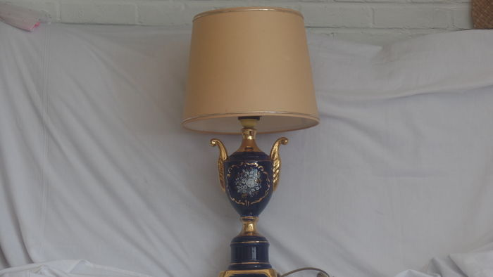 Porcelain table lamp in empire style catawiki for Nfpa 99 table 5 1 11