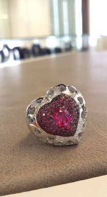 Gold heart-shaped ring with 2.10 ct rubies and 0.20 ct diamonds.