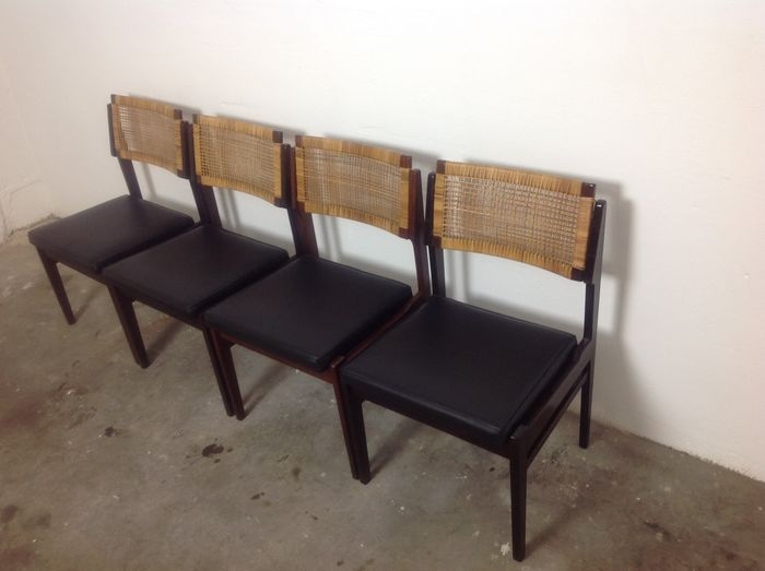 Top condition 4 dining room chairs catawiki for Dining room furniture auctions