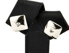 Square-shaped white gold earrings set with inlays of brilliant-cut diamonds weighing 0.10 ct.