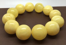 Bracelet of large Baltic amber beads Ø19.8 mm