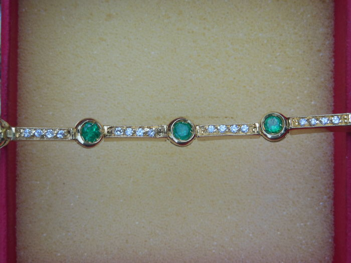 Bracelet with emeralds and diamonds – Length: 18.5 cm