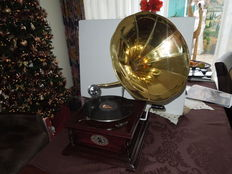 Replica - Phonograph, perfectly working wood-copper horn .