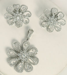 Diamond Pendant with matching earring studs in white gold