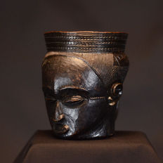 Very fine African tribal anthropomorphic palm wine cup - KUBA - D.R. Congo