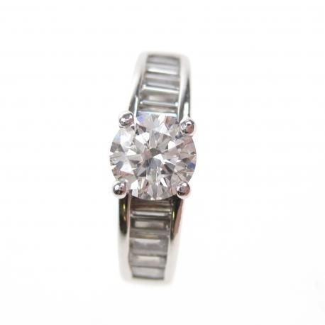 18 kt White gold ring with a central 0.90 ct, E/VS1, GIA certified diamond - ring size: 17
