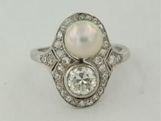 White gold ring 14 kt with cultured pearl and old European cut diamond, ring size 17 (53).