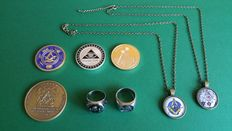 Freemasonry - lot of four coins, a gold-plated ring, a signet ring and two pendants.