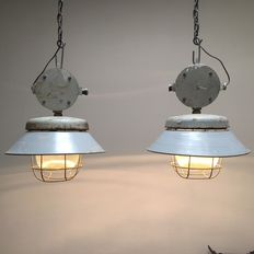 Unknown designer - Large impressive industrial lamp with loose lampshade (2x)
