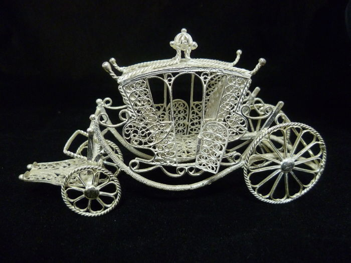 Handcrafted carriage in silver filigree - Spain - 20th century