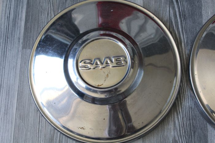 SAAB 95//96 WHEEL HUB CAPS