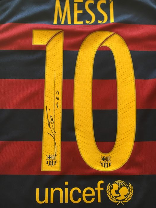 Lionel Messi signed shirt FC Barcelona with C.O.A.