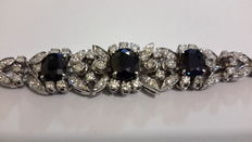 Bracelet – Sapphires and diamonds totalling 5 ct.