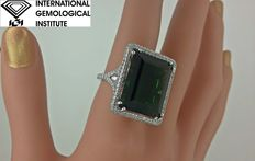 Gold ring with tourmaline and  Diamonds of 1.52 ct in total – Tourmaline of 20.71 ct – Size 6 (USA)