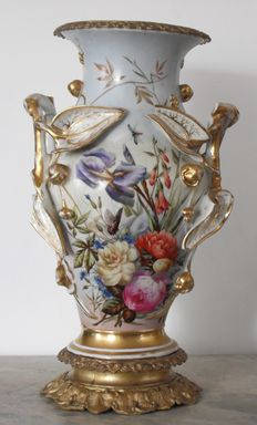 Large Capodimonte porcelain vase with gilded bronze decorations (H 47 cm)
