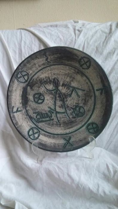 Arol norway wall plate with sgraffito rune characters and viking ship with figure catawiki - Rune viking traduction ...