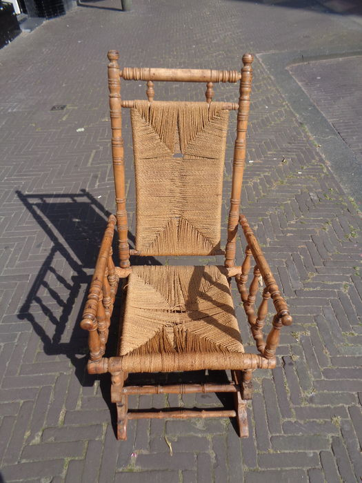 Antique Victorian rocking chair, end of the 19th century - Antique Victorian Rocking Chair, End Of The 19th Century - Catawiki
