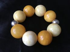 Bracelet with dark and light yellow round Baltic amber beads, approx 28 mm in diameter, 88 g