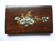 Pallissander Cigarette case with pearl inlay - 1st half of 20th century - England.
