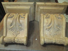 Large Corbels carved in chestnut wood - 20th century