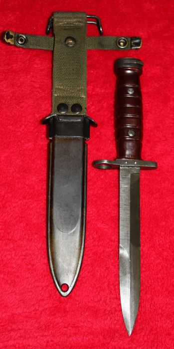Bayonet/combat knife Model M-4 for the Dutch M1 Carbine, in