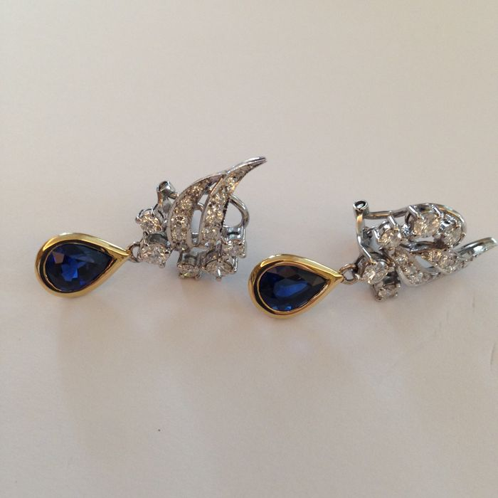 Clip eaarings with mixed diamond approx. 2 ct and deep blue pear-shaped sapphire