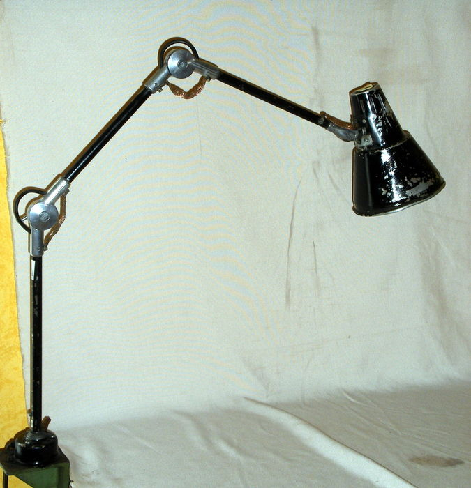 Industrial Light With Three Hinged Arms
