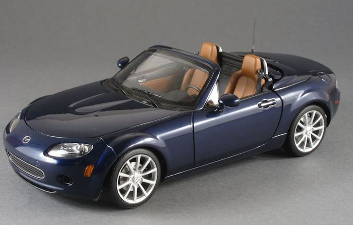 autoart scale 1 18 mazda mx 5 roadster retractable roof 2006 lhd us version catawiki. Black Bedroom Furniture Sets. Home Design Ideas