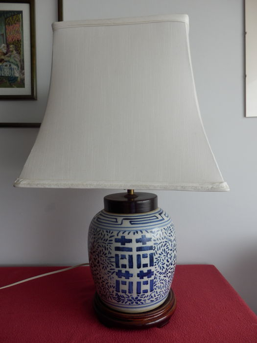 A Blue And White Ginger Jar Lamp With White Pearl Silk Abajour China Mid 20th Century Catawiki