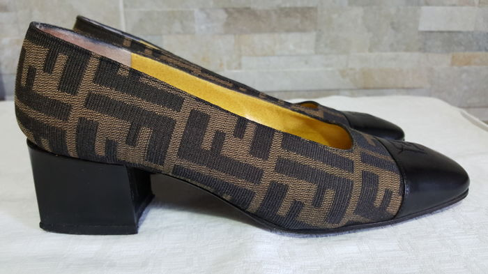 2c207e3d448f Vintage Fendi shoes - Catawiki