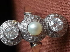 Beautiful antique ring with diamonds and pearl