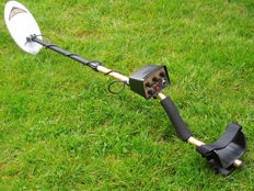 Gold professional metal detector GC 1038 with exact pinpointing and waterproof search coil