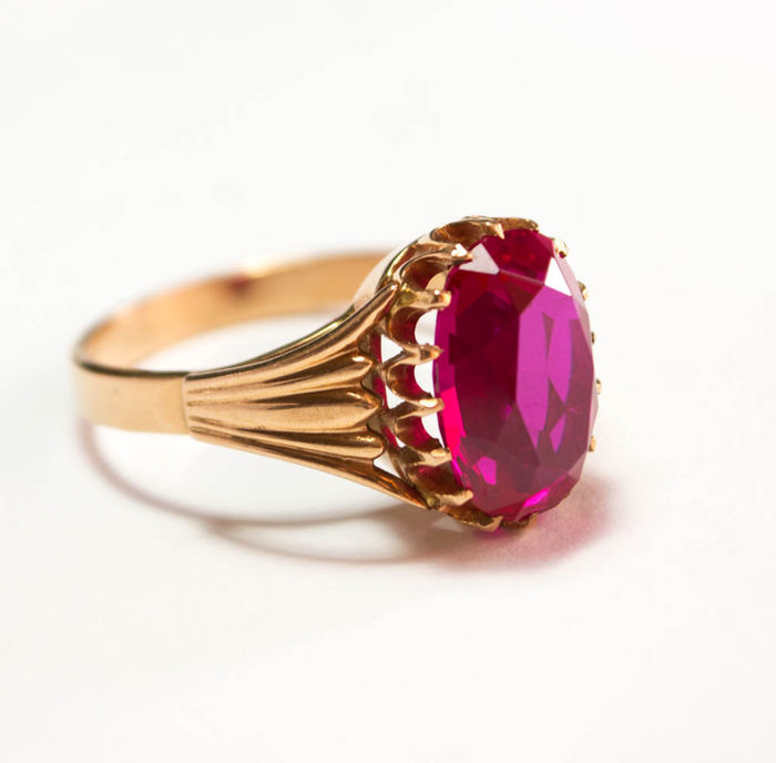 14 kt. Gold ring with corund Ruby 583